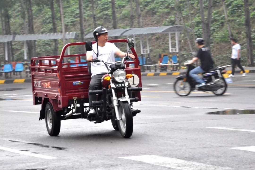 重庆三轮摩托车