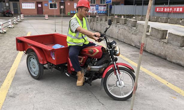三轮摩托车绕桩